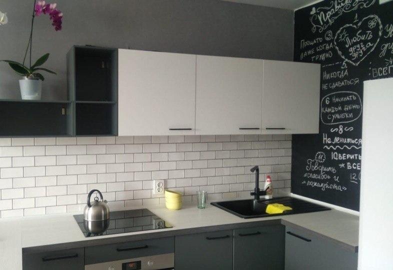 Белый кухонный гарнитур-Кухня из пластика «Модель 381»-фото3