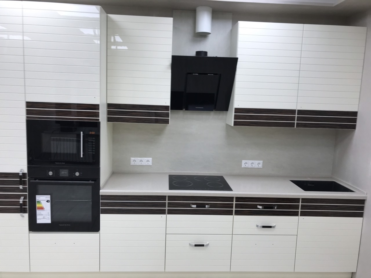 Белый кухонный гарнитур-Кухня из шпона «Модель 524»-фото2