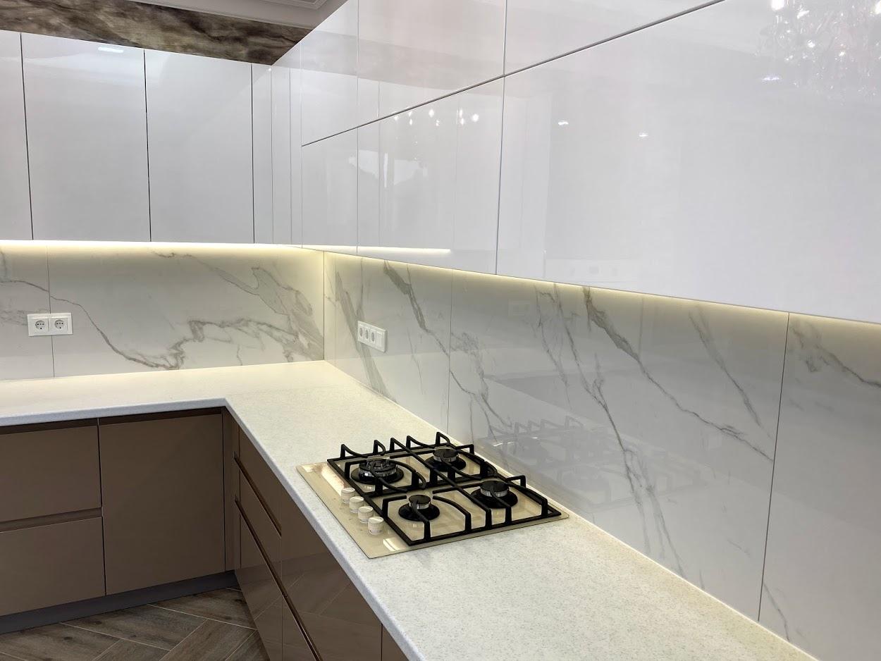 Белый кухонный гарнитур-Кухня МДФ в эмали «Модель 565»-фото3