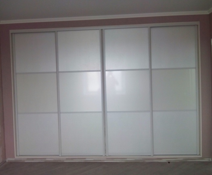 Белые шкафы-купе-Шкаф-купе из стекла Лакобель «Модель 53»-фото1