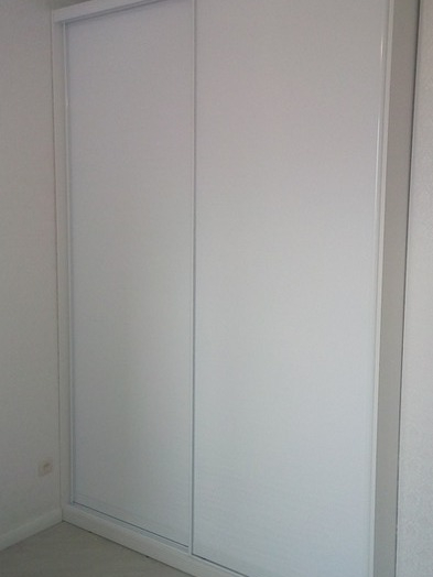 Белые шкафы-купе-Шкаф-купе из стекла  с Oracal «Модель 37»-фото3